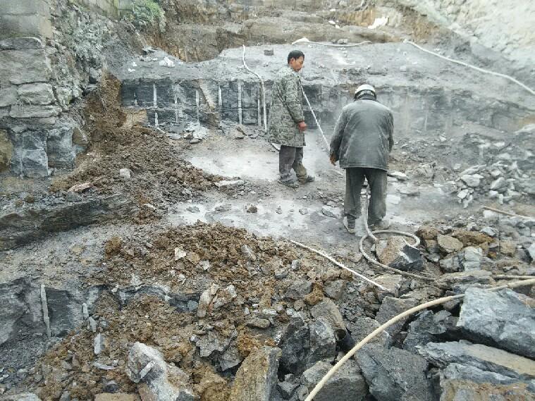 高效无声破碎剂,矿山开采_岩石爆破_钢筋混凝土膨胀破碎首选