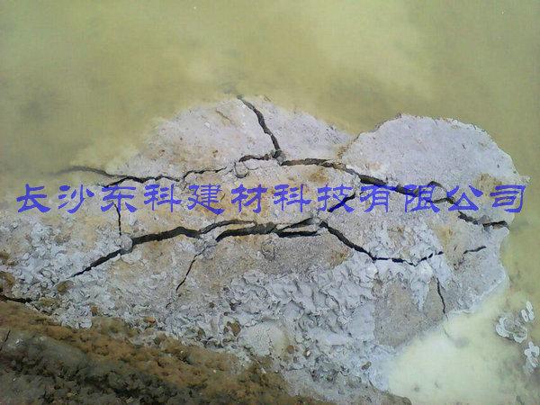 无声膨胀剂用于水库边坡岩石破碎